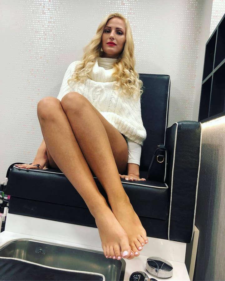 Tania Kofinioti Feet