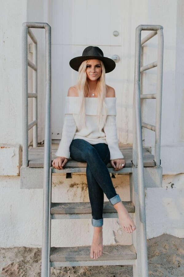 Amanda Stanton Feet