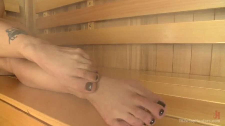Holly Heart Feet