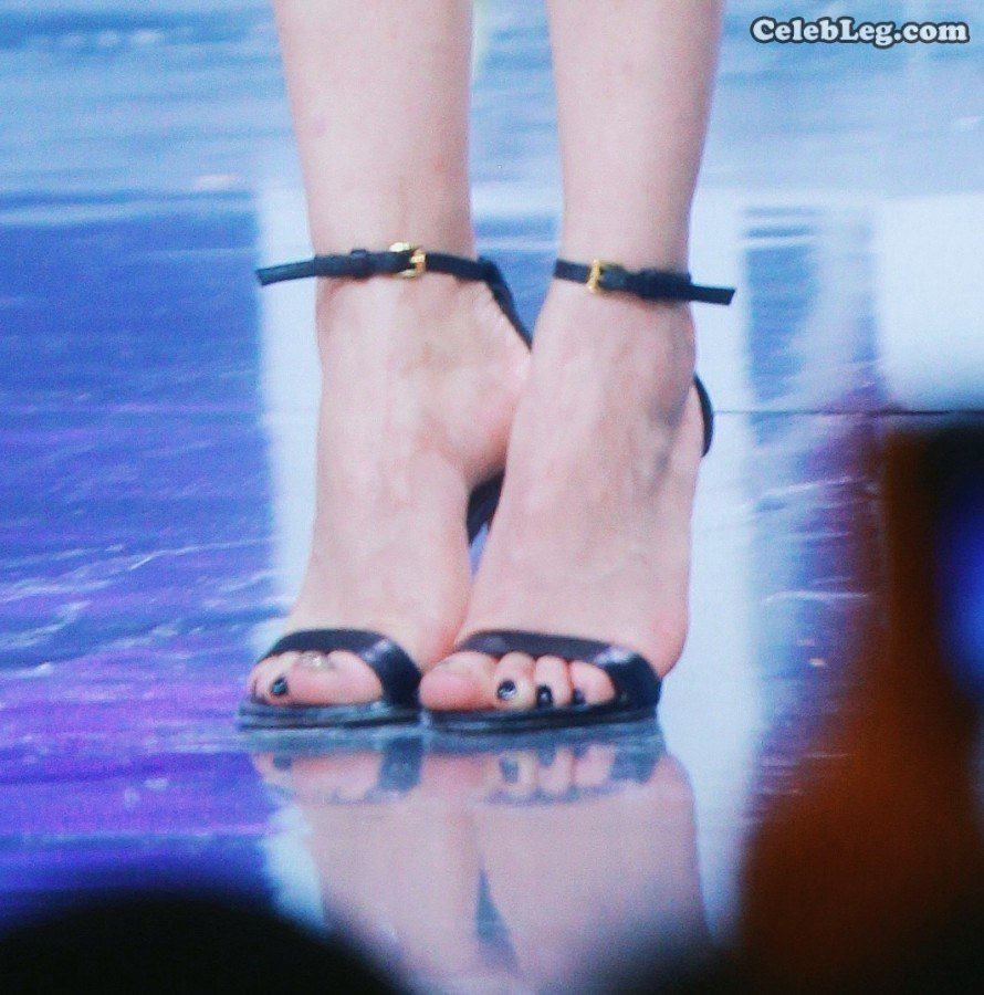 Dilraba Dilmurat Feet