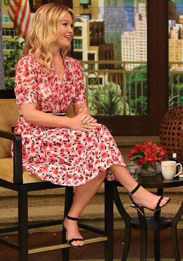 Julia Stiles Feet