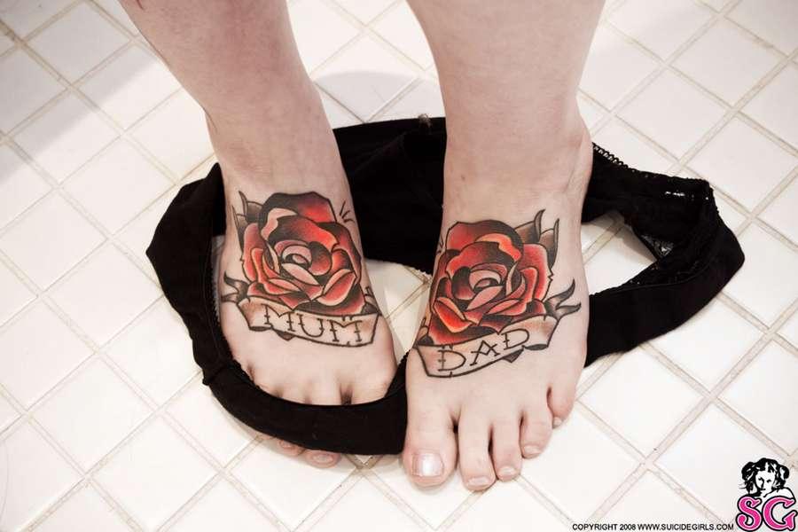 Akemi Suicide Feet