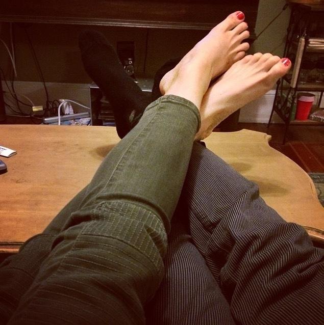 Фотографии ног парня и девушки фото