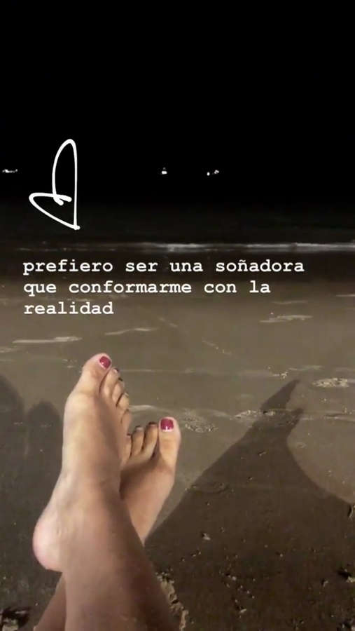 Daniela Castro Feet