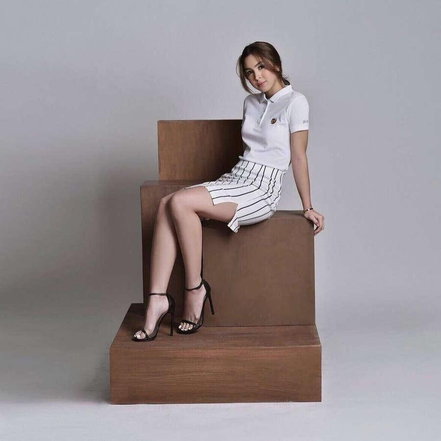 Julia Barretto Feet