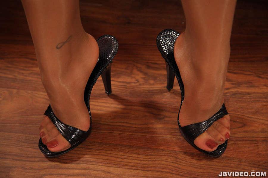 Lana Violet Feet