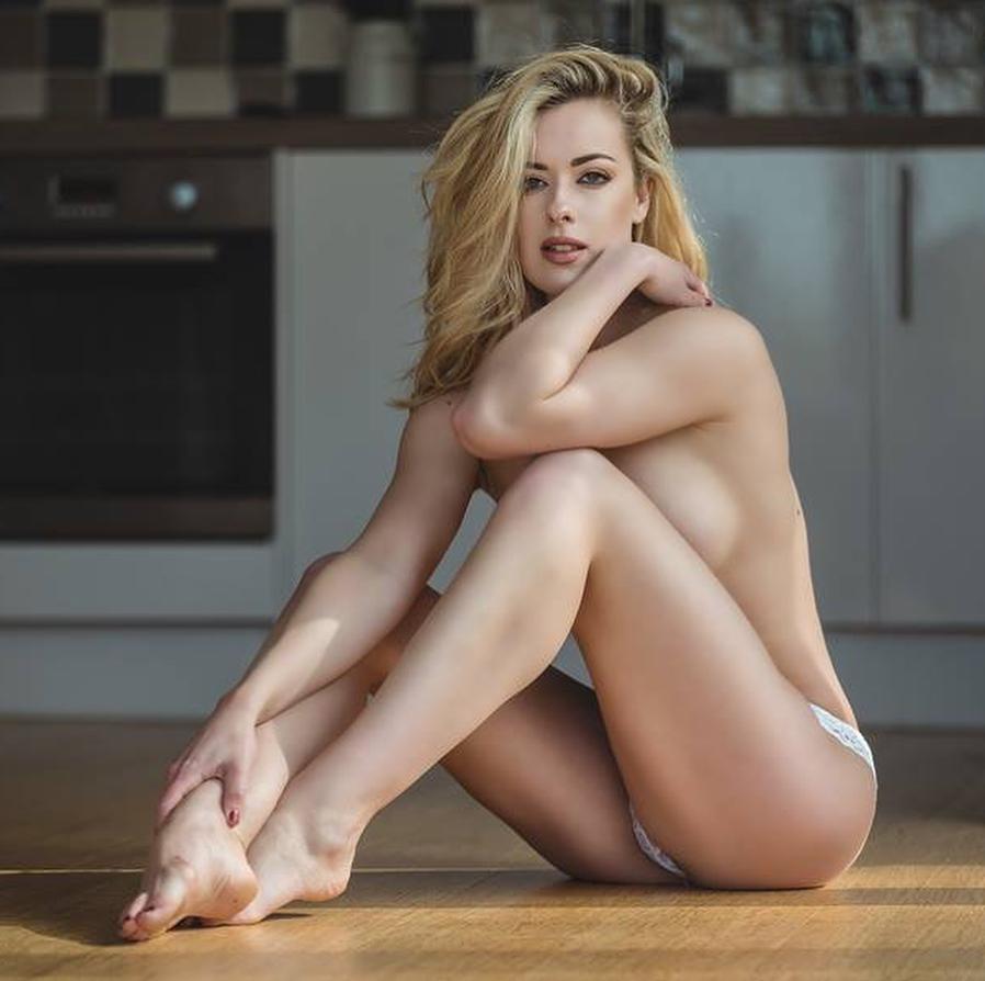 Rosa Brighid Feet