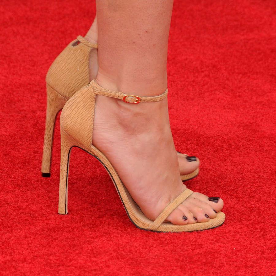 Abby Elliott Feet