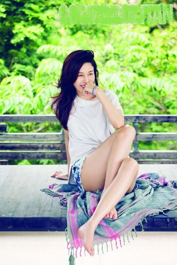 Kim Ha Neul Feet