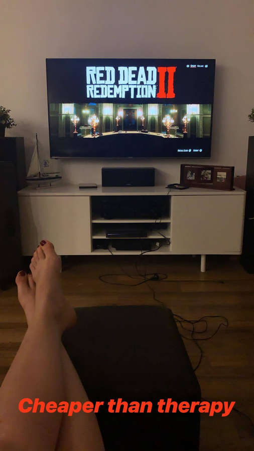Laura Gilbert Feet