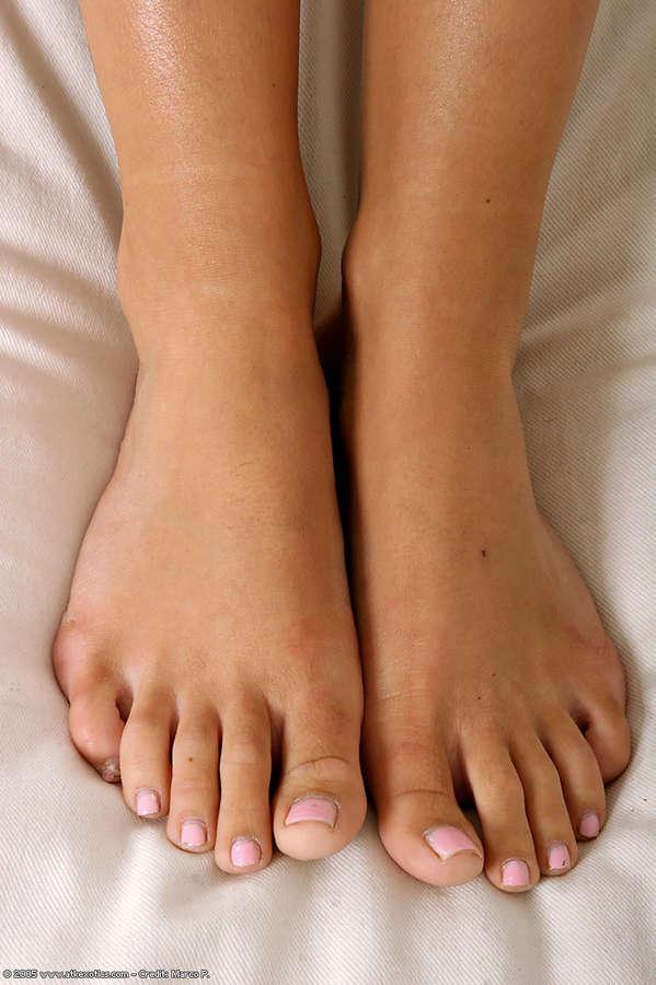 Julia Bond Feet