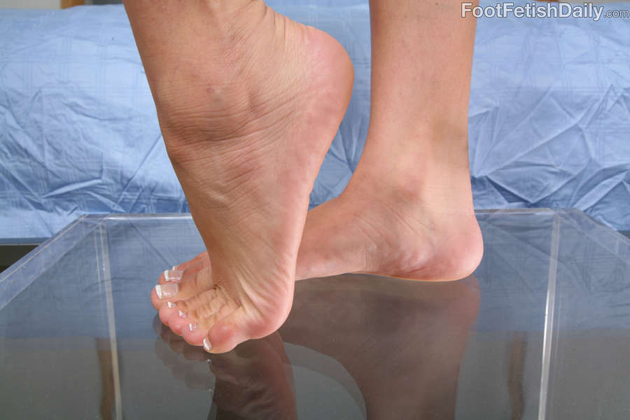 Mia Lina Feet