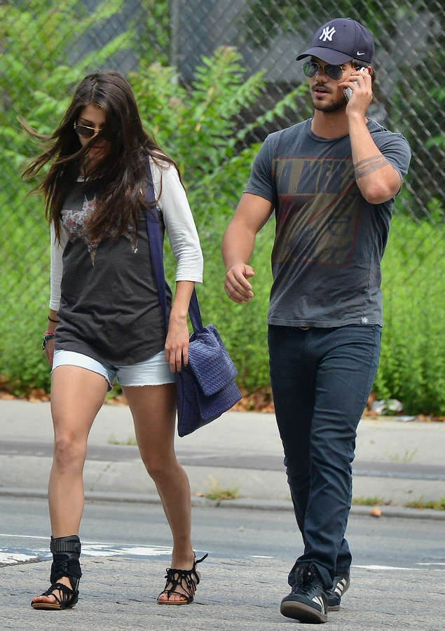Marie Avgeropoulos Fee...
