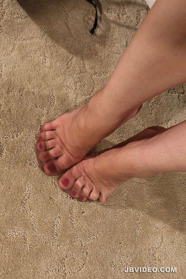 Nikki Next Feet