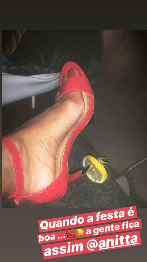 Samantha Schmuetz Feet