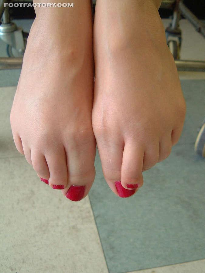 Natali Demore Feet (11 images) - celebrity-feet.com