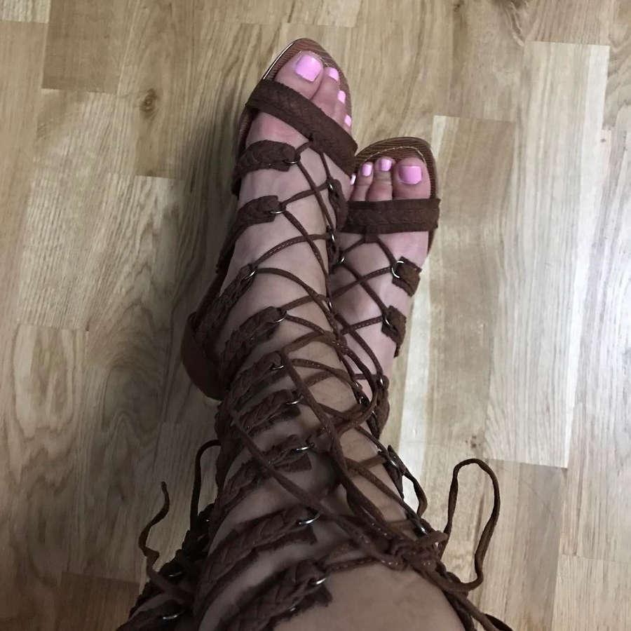Pocket Tease Feet