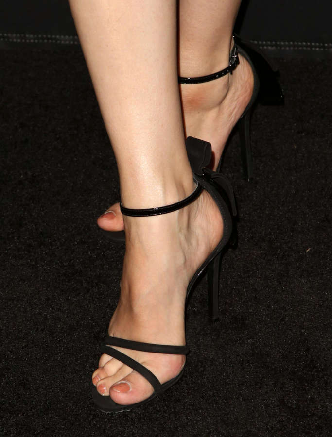 Bar Paly Feet