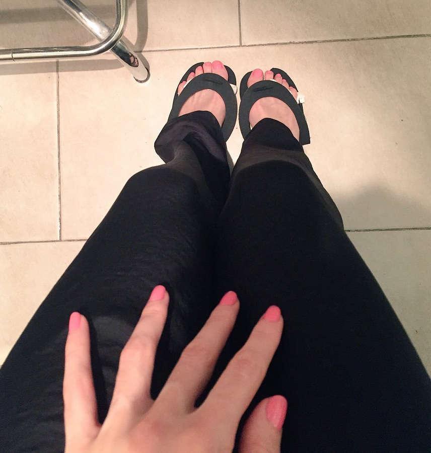 Priscila Crivocapich Feet