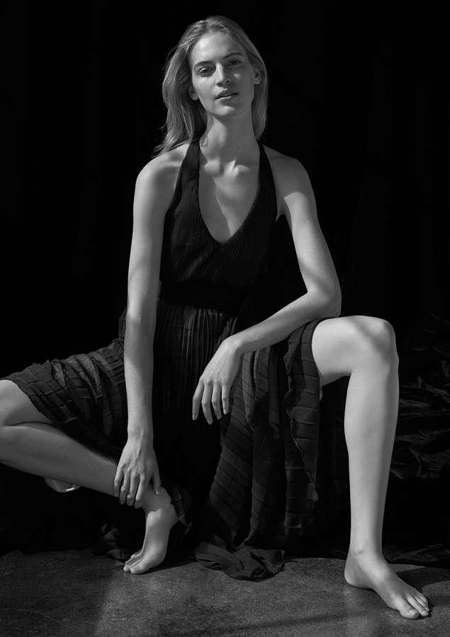 Vanessa Axente Feet