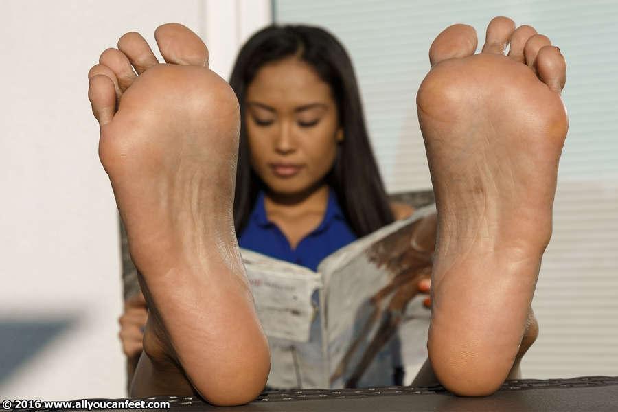 Davon Kim Feet