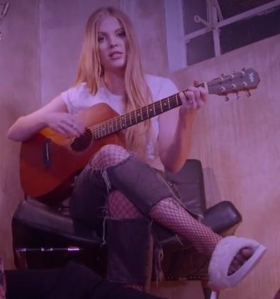 Luisa Sonza Feet