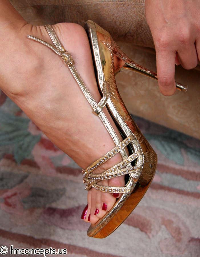 Reina Feet