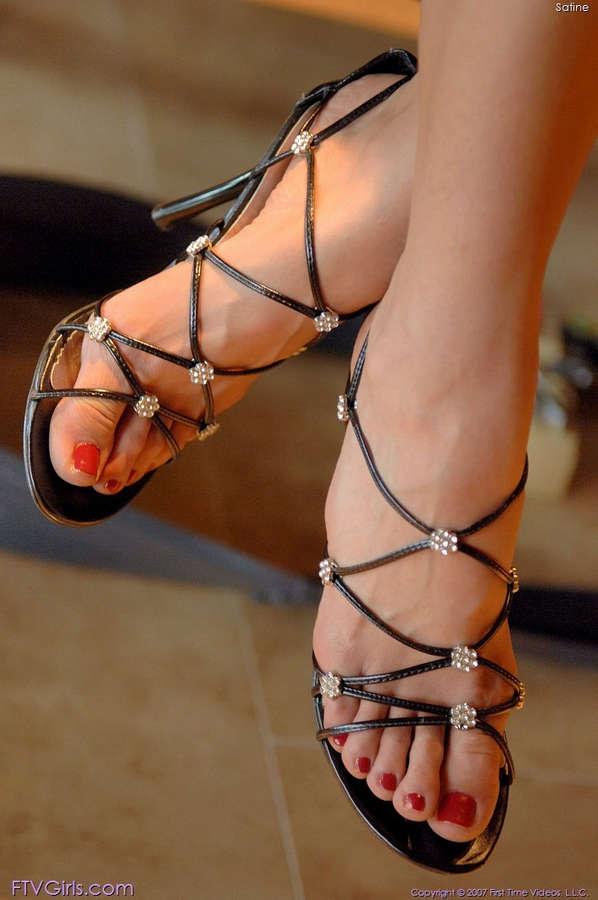 Satine Phoenix Feet
