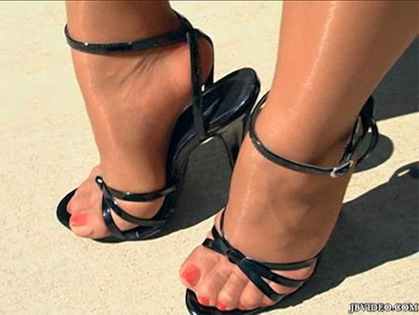 Tasha Lynn Feet