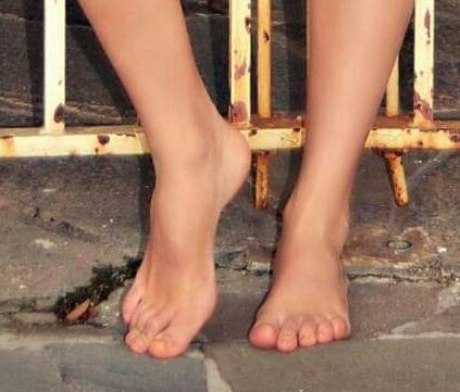 Sarah Bridges Feet