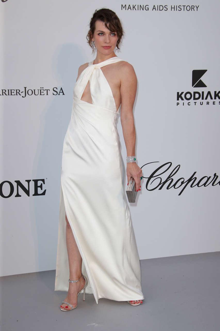 Milla Jovovich Feet