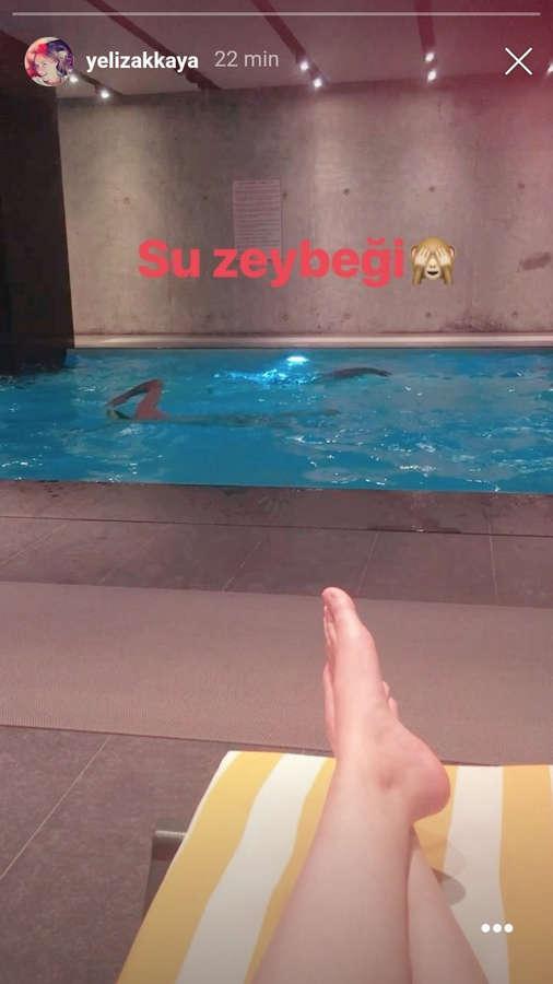 Yeliz Akkaya Feet