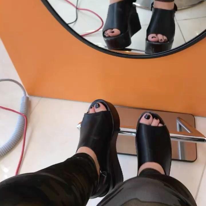 Carolina Sandoval Feet