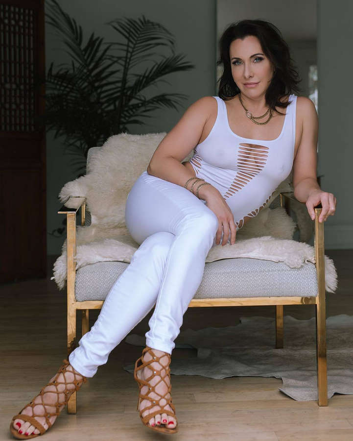 Veronica Sway Feet