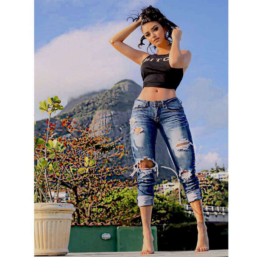 Talita Younan Feet