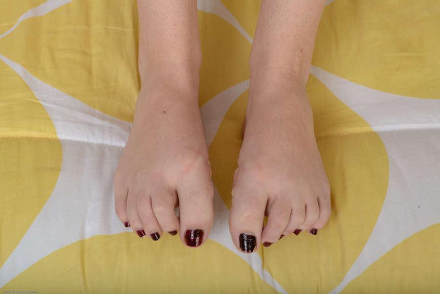 Hanna Lay Feet