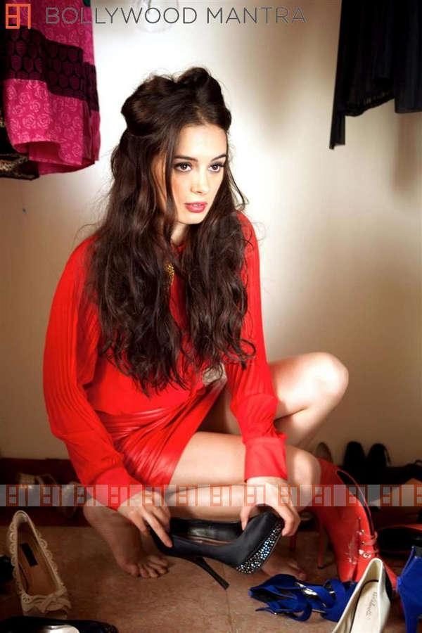 Evelyn Sharma Feet