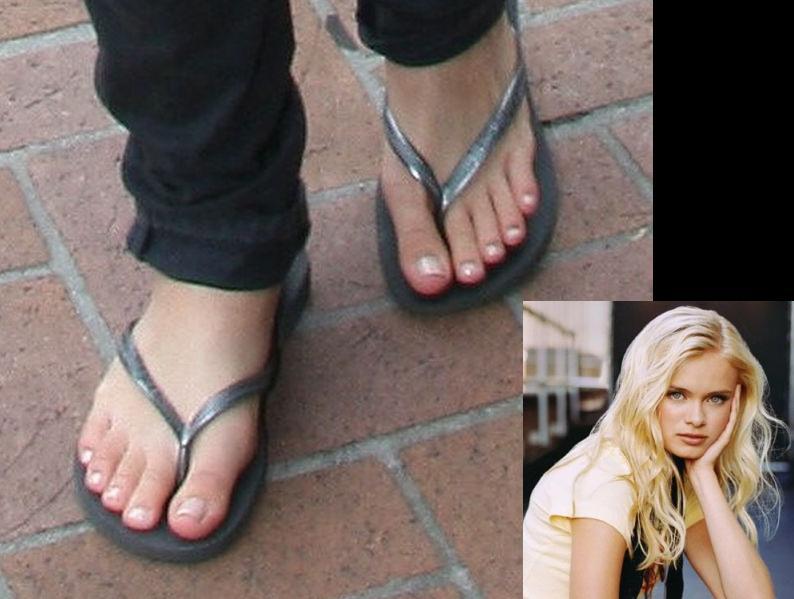 Sara Paxton Feet