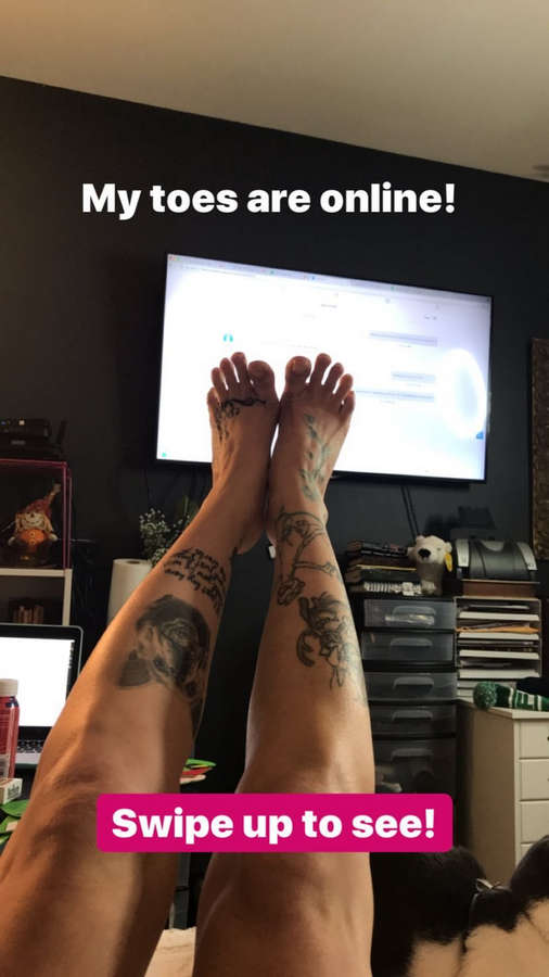 Olivia Black Feet