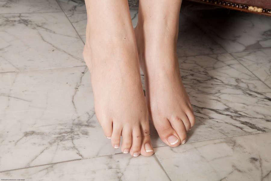 Noelle Easton Feet
