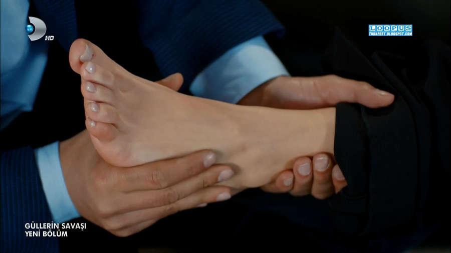 Damla Sonmez Feet