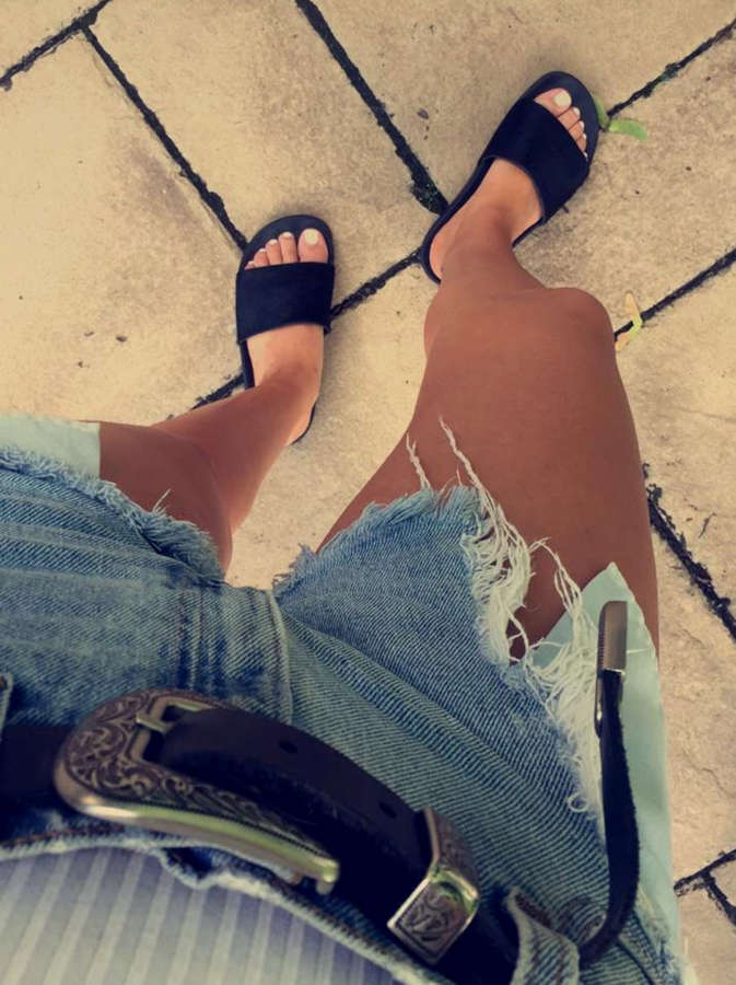 Beatrice Bouchard Feet