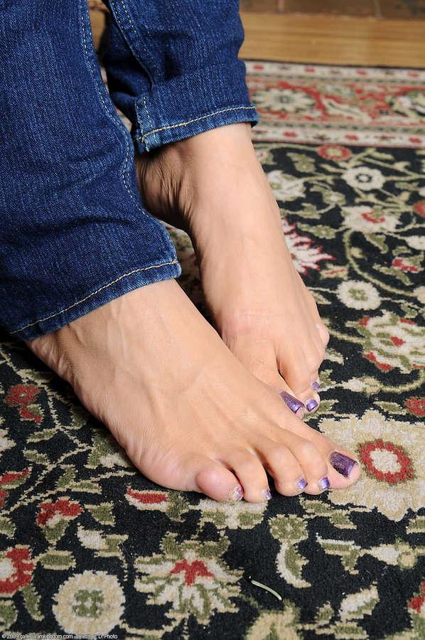 Alicia Tease Feet