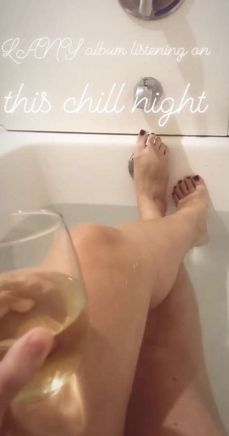 Raeanne Wright Feet
