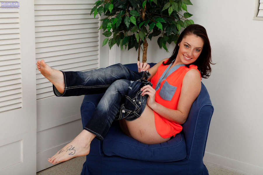 Nikki Lavay Feet