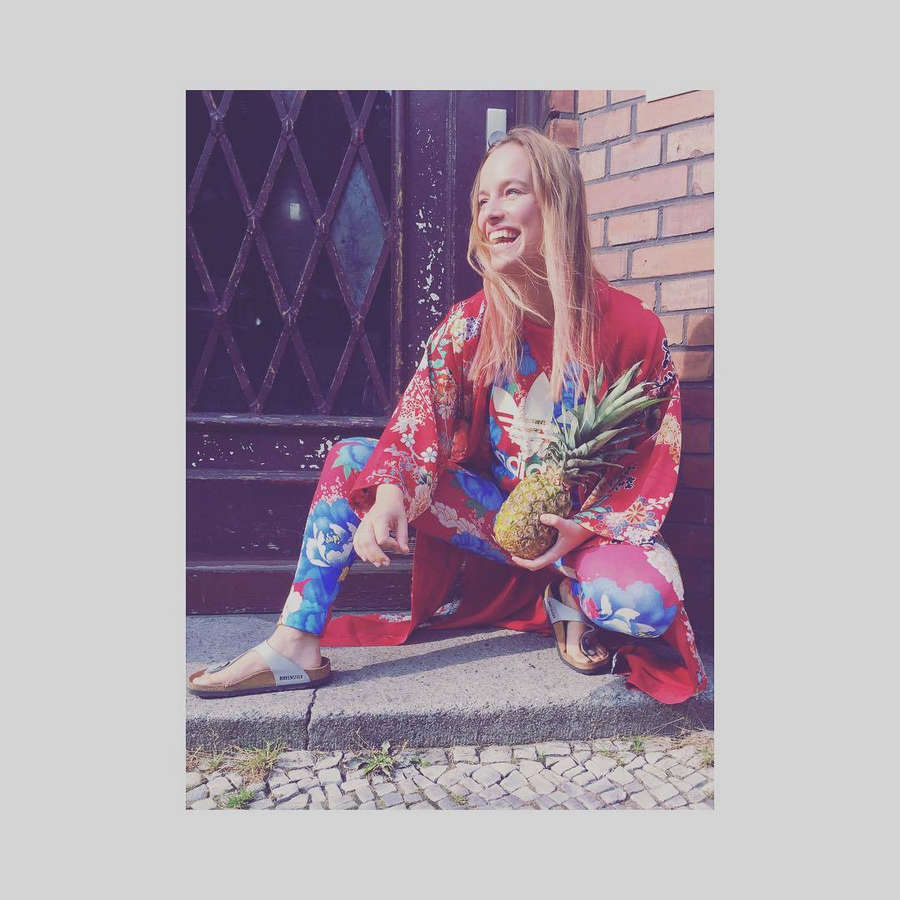 Leonie Landa Feet