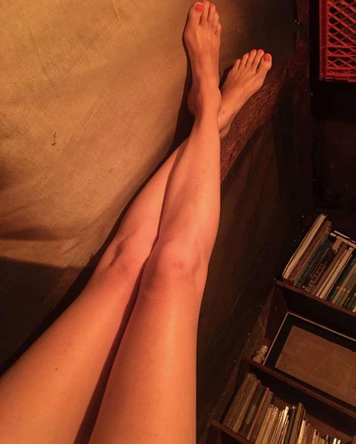 Dolly Wells Feet