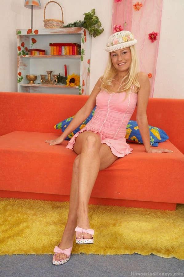 Nikki Sun Feet