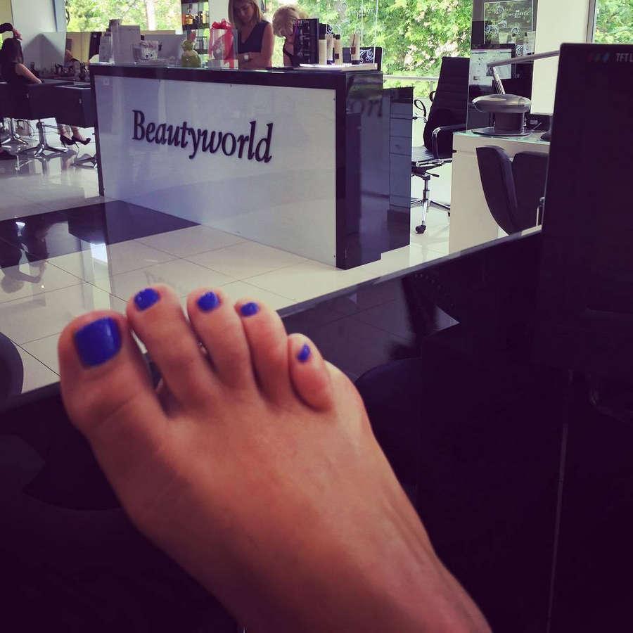 Mandi Persaki Feet