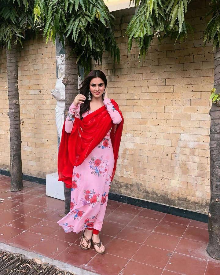 Shraddha Arya Feet